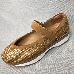Gioseppo / Anthro tan Mary Jane shoes, size 7.5